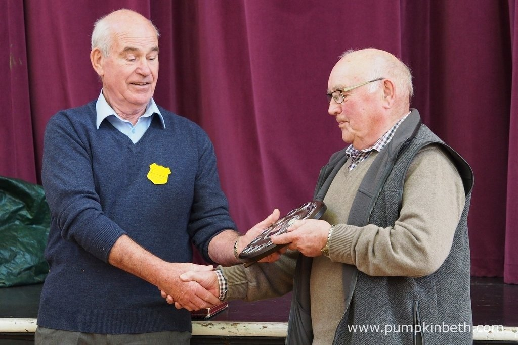 Alex Burke (left), General Secretary of The Mid Southern Group, presenting a Shield to one of the winners at The Daffodil Society Mid Southern Group Spring Show 2016.