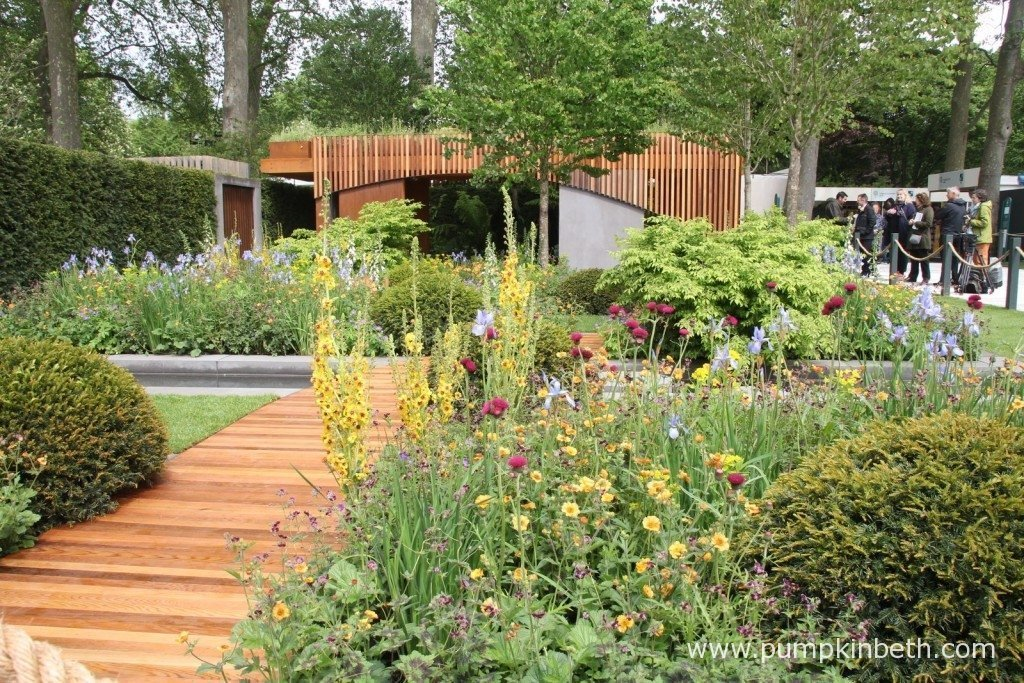 The Homebase Garden - An Urban Retreat won a Gold Medal at the 2015 RHS Chelsea Flower Show. The garden was designed by Adam Frost.