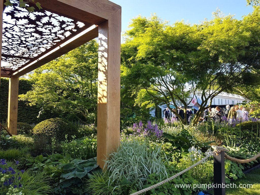 The Morgan Stanley Garden for Great Ormond Street Hospital features an oak pavilion, made from three interlocking structures crafted from French oak. Enchanted Wood, a company from Herefordshire, built the oak structures, Chris Beardshaw designed the oak detailing, which was crafted by Nigel Ferguson Fabricators, who are based in Gwent, in Wales.