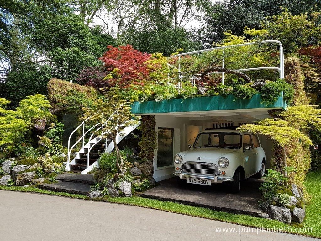 Senri- Sentei – Garage Garden was designed by Kazuyuki Ishihara and built by Ishihara Kazuyuki Design Laboratory. This Artisan garden was sponsored by the Henri-Sentei Project.