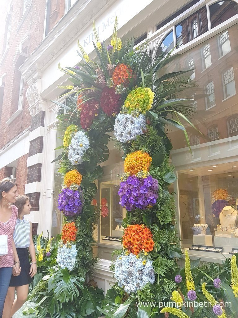 Kiki McDonough were awarded a Gold Medal for their wonderfully cheerful, colourful archway and floral exhibit.