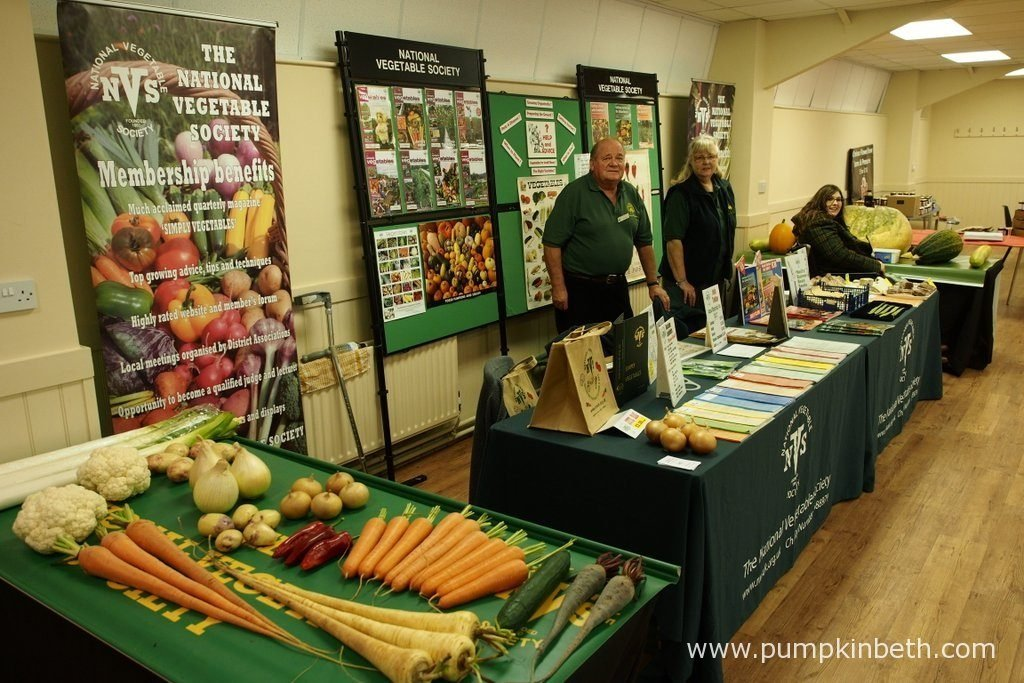 You'll find the National Vegetable Society's stand and vegetable display, inside the Hillside Events Centre at Taste of Autumn, at RHS Garden Wisley, from Wednesday the 19th October 2016, until Sunday 23rd October 2016. The National Vegetable Society is a super society to join, it's a great way to meet new friends and learn more about growing vegetables.